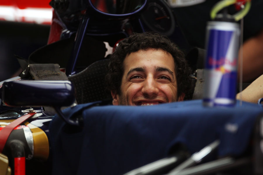 Daniel Ricciardo jokes with his engineers in the Toro Rosso garage
