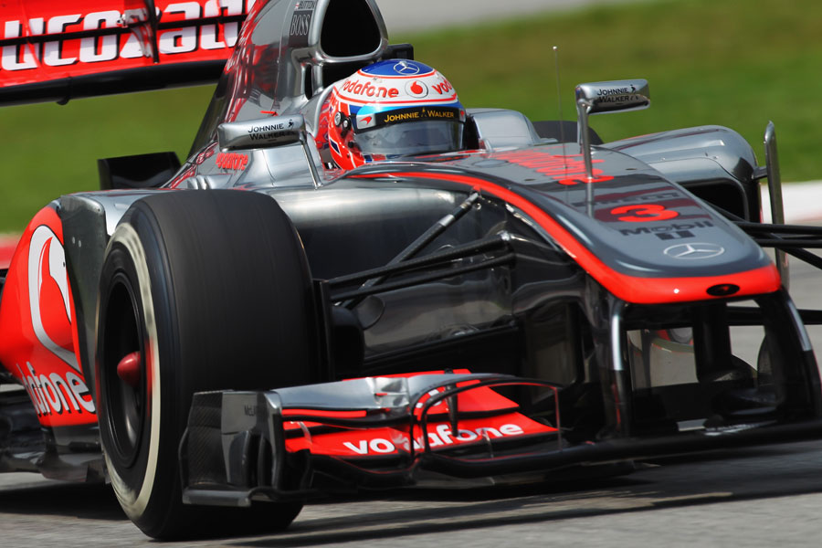 13986 - Button chasing qualifying performance at Sepang