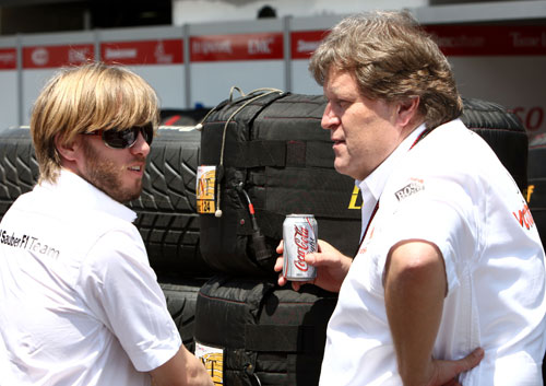 Nick Heidfeld talks with Mercedes competition director Norbert Haug
