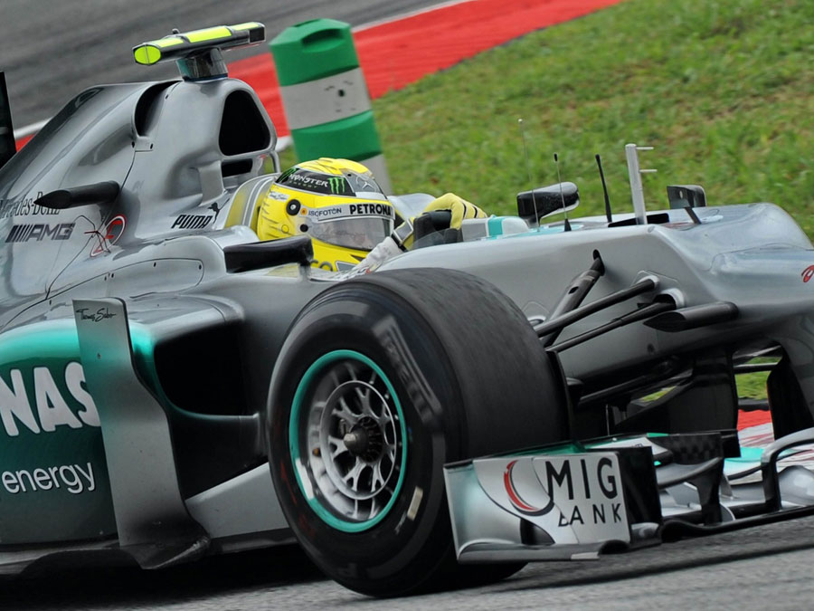 Nico Rosberg aims for the apex