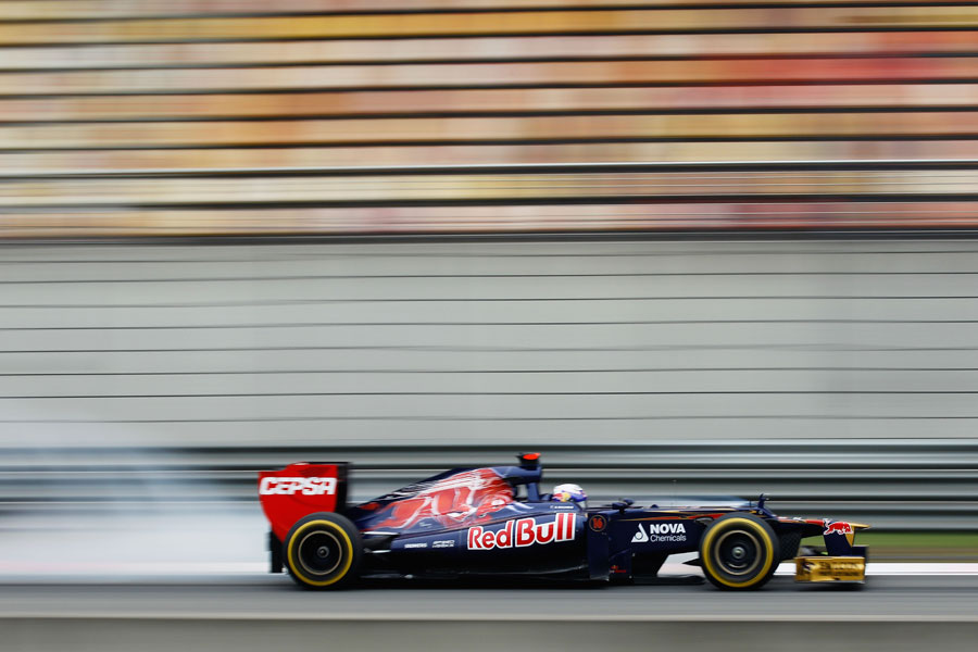Daniel Ricciardo locks up under braking