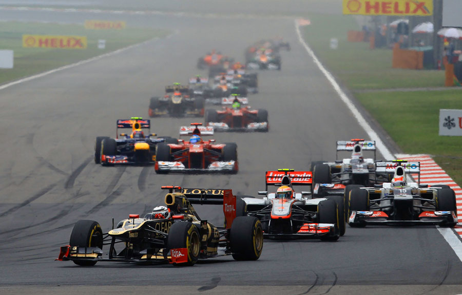 Traffic mounts up behind Kimi Raikkonen
