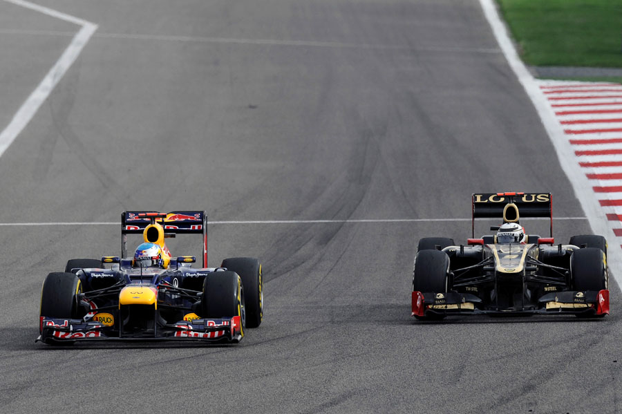 Sebastian Vettel holds off Kimi Raikkonen in to turn one