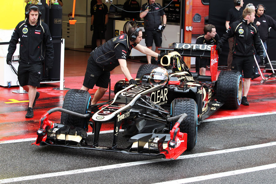 Lotus mechanics wheel Jerome d'Ambrosio back into the garage