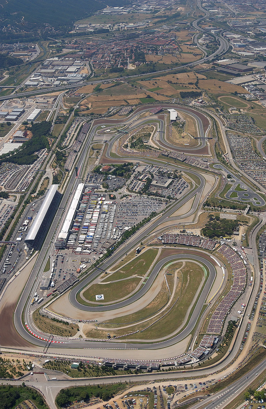 An aerial view of the Circuit de Catalunya on race day