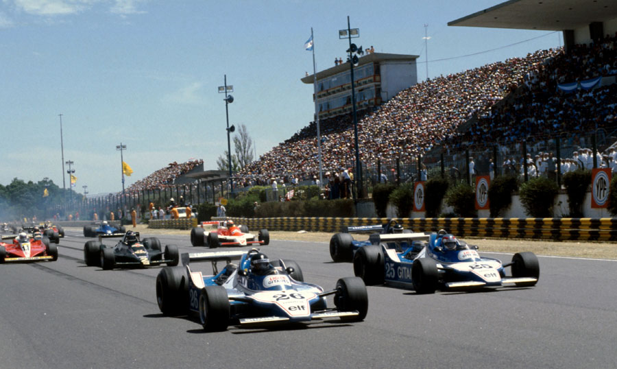 Jacques Laffite leads away his team-mate Patrick Depailler and the rest of the field