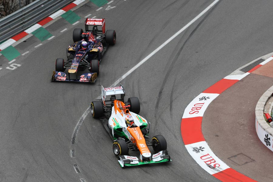 Paul di Resta leads Jean-Eric Vergne
