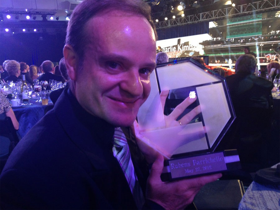 Rubens Barrichello with his Indianapolis 500 Rookie of the Year award
