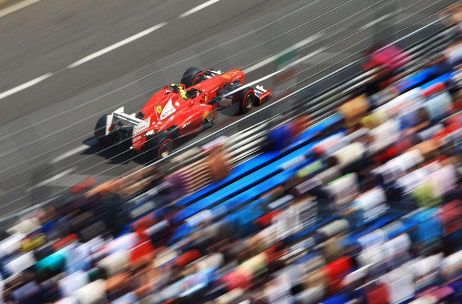 Felipe Massa at speed on a super-soft tyre lap