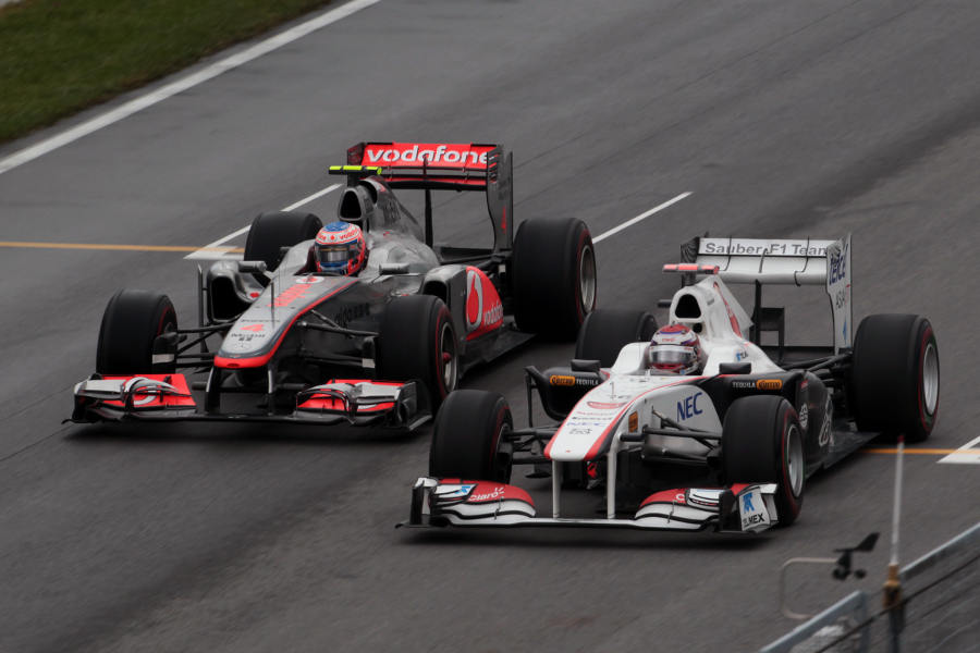 Jenson Button eases past Kamui Kobayashi