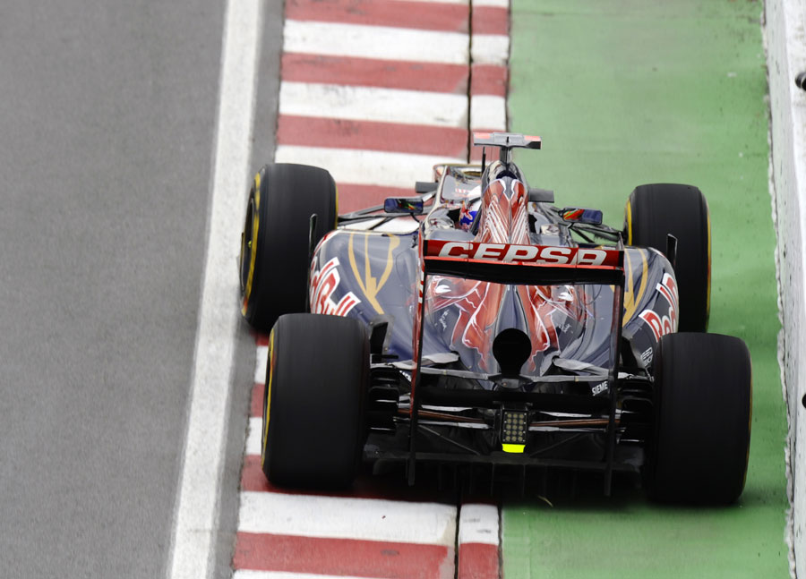 Daniel Ricciardo runs close to the wall in the Toro Rosso