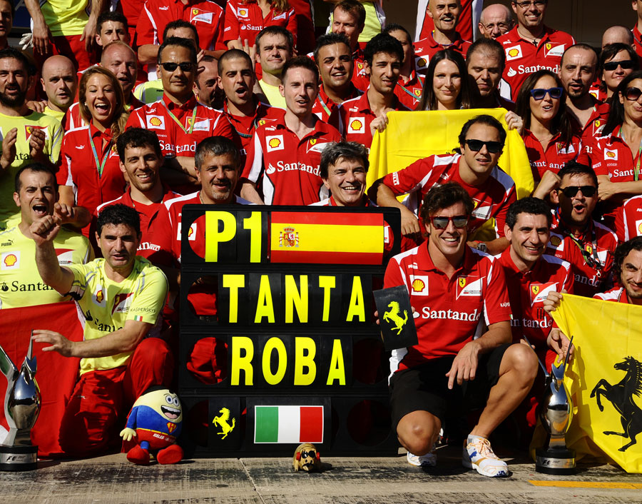 Fernando Alonso celebrates his victory with his team
