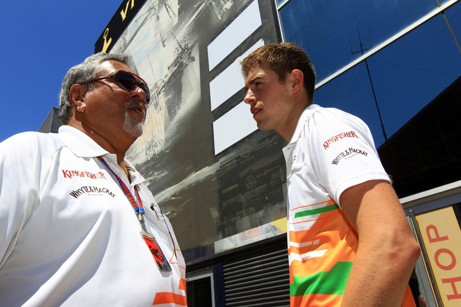 Paul di Resta speaks to Vijay Mallya in the paddock before the race