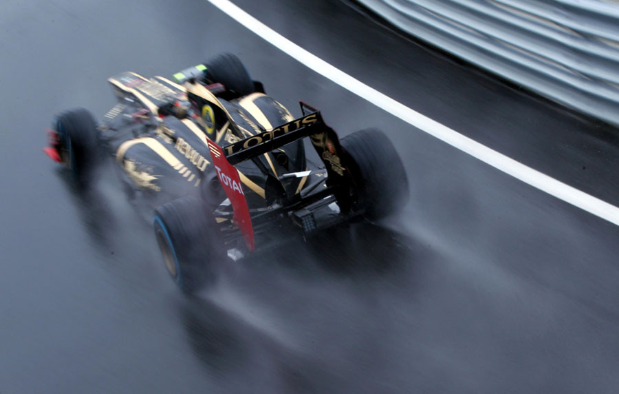 Romain Grosjean accelerates out of the pit lane