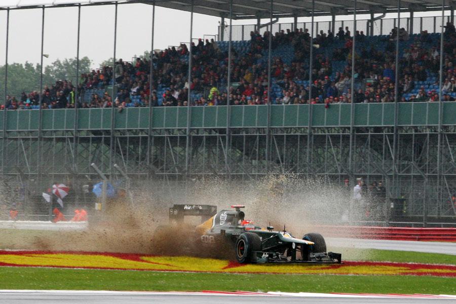 Heikki Kovalainen splashes through mud after running wide at Becketts