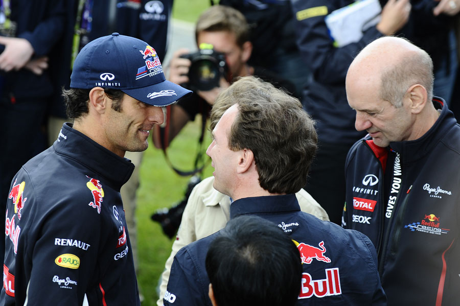 Mark Webber chats with Christian Horner and Adrian Newey