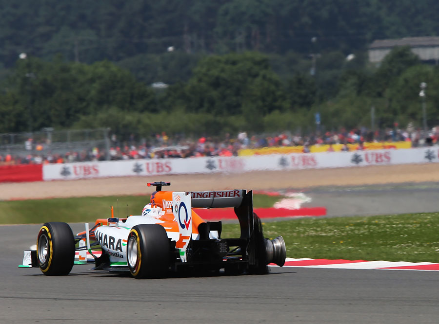 Paul di Resta recovers his car to the pits with a puncture