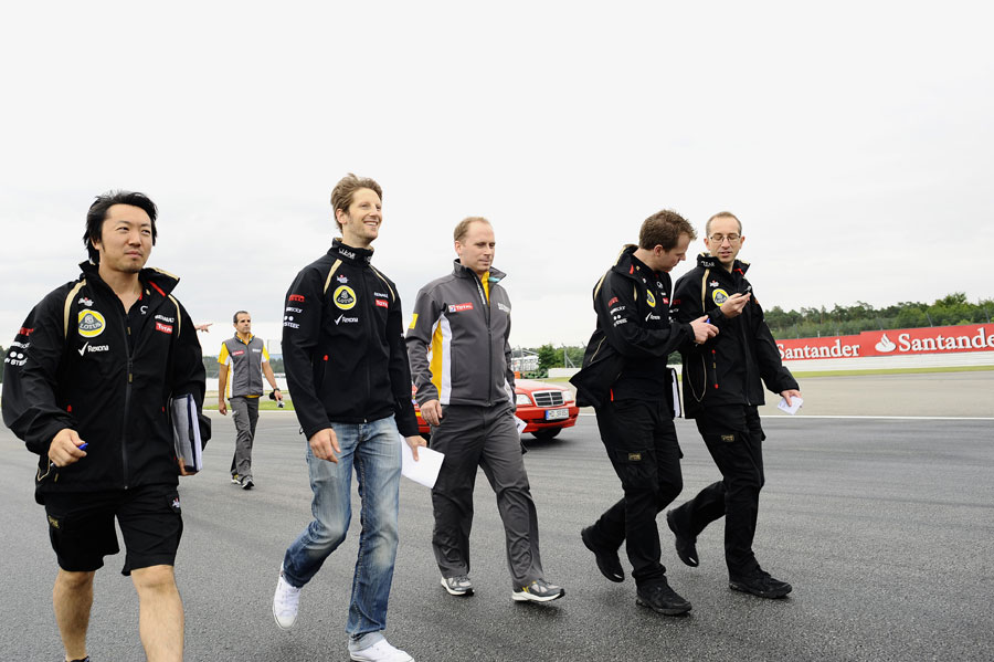 Romain Grosjean walks the track with his engineers