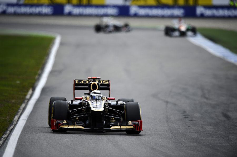 Kimi Raikkonen on soft tyres in the stadium section