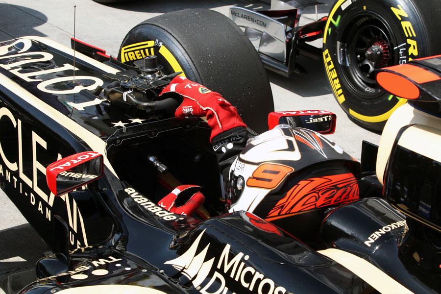 Kimi Raikkonen returns to parc ferme