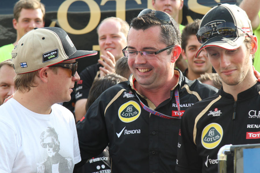 Eric Boullier congratulates Kimi Raikkonen and Romain Grosjean after the race