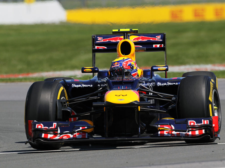 Mark Webber aims for an apex