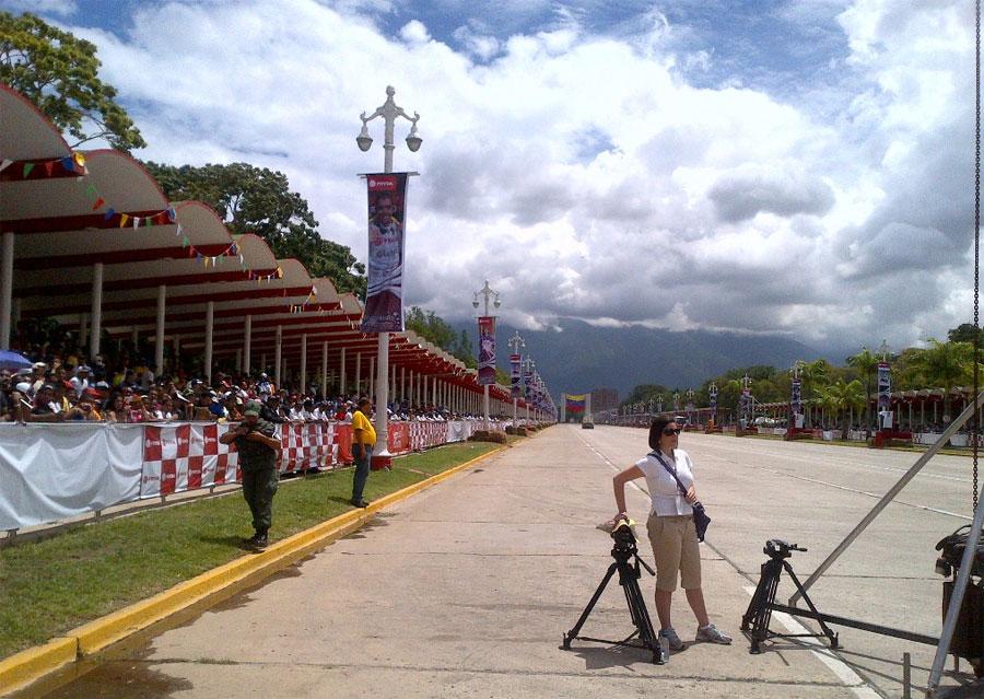 Crowds await Pastor Maldonado in Caracas