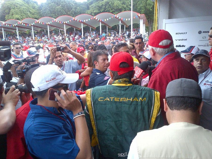Pastor Maldonado greets a large crowd in Caracas