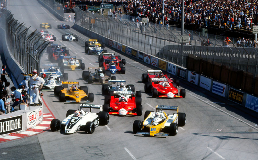 Nelson Piquet leads Rene Arnoux in to turn one
