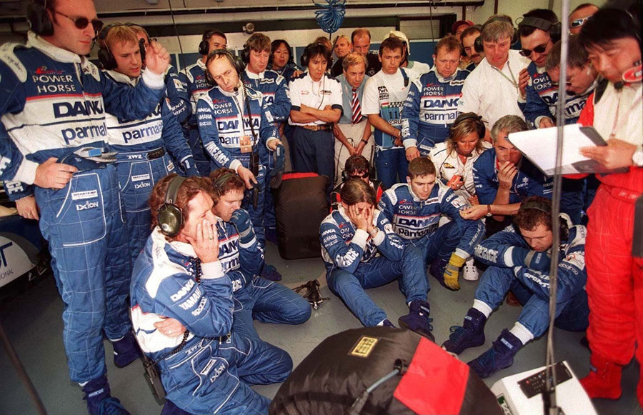 The Arrows team watches on nervously as Damon Hill's car starts to fail him during the closing laps