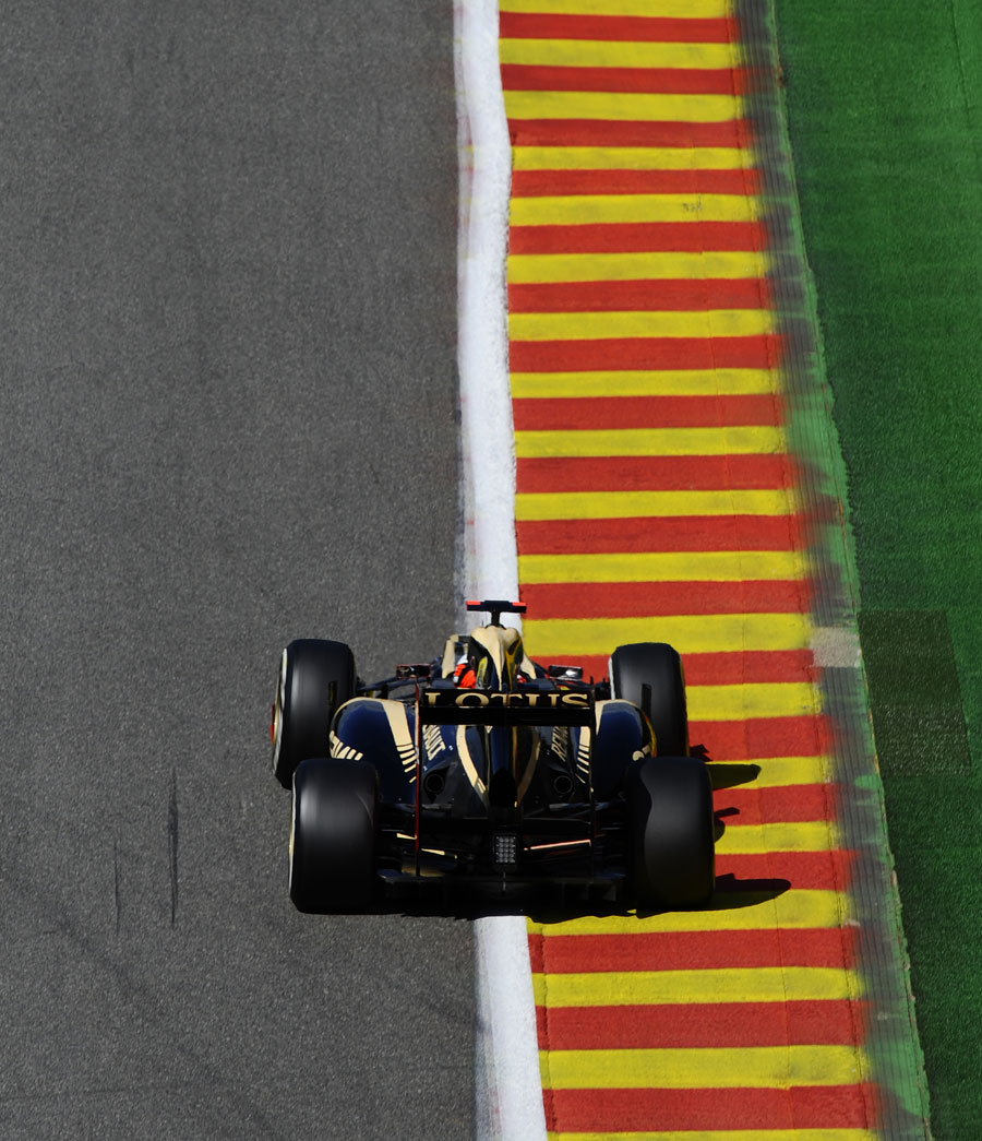 Kimi Raikkonen uses the kerbs on the run down to Pouhon