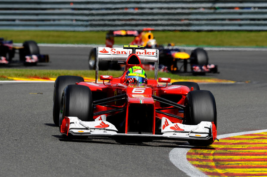 Felipe Massa tackles the Fagnes chicane