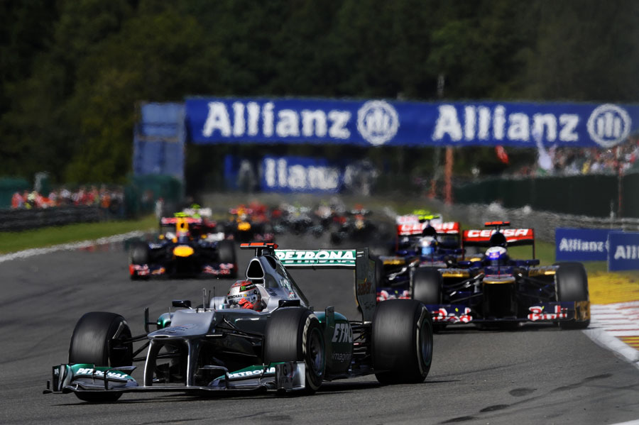 Michael Schumacher leads a pack of cars into Les Combes