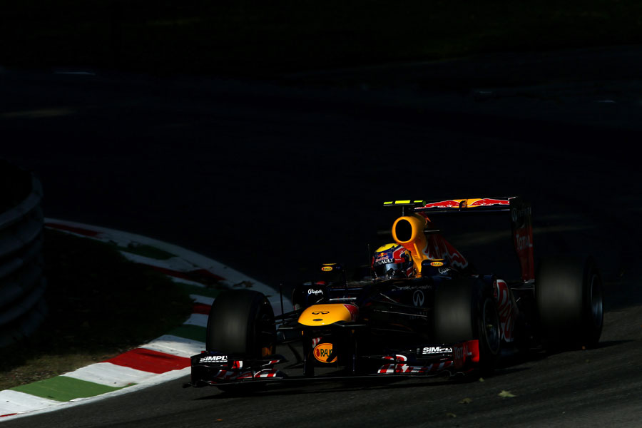 Mark Webber attacks the first Lesmo