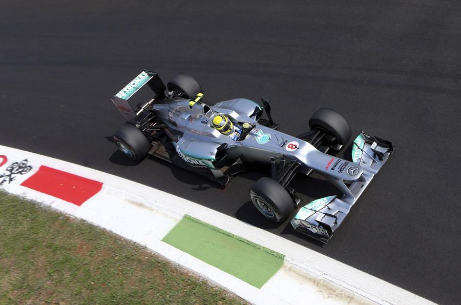 Nico Rosberg tackles the Parabolica