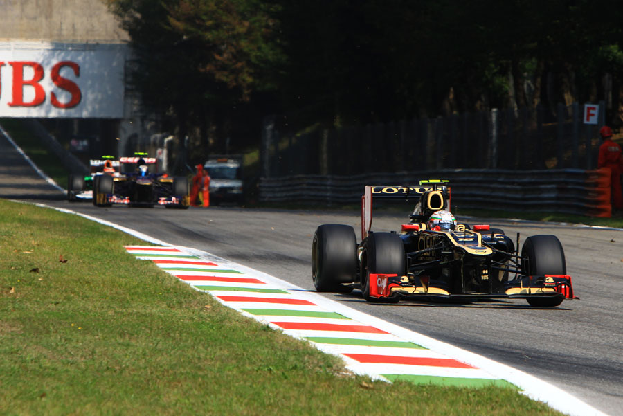Jerome d'Ambrosio approaches Ascari