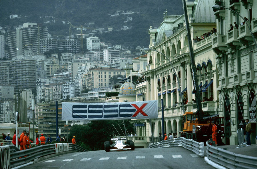 Carlos Reutemann climbs the hill towards Massenet