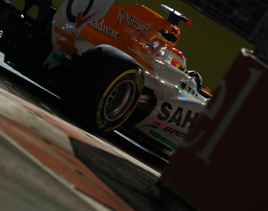 Paul di Resta attacks the circuit