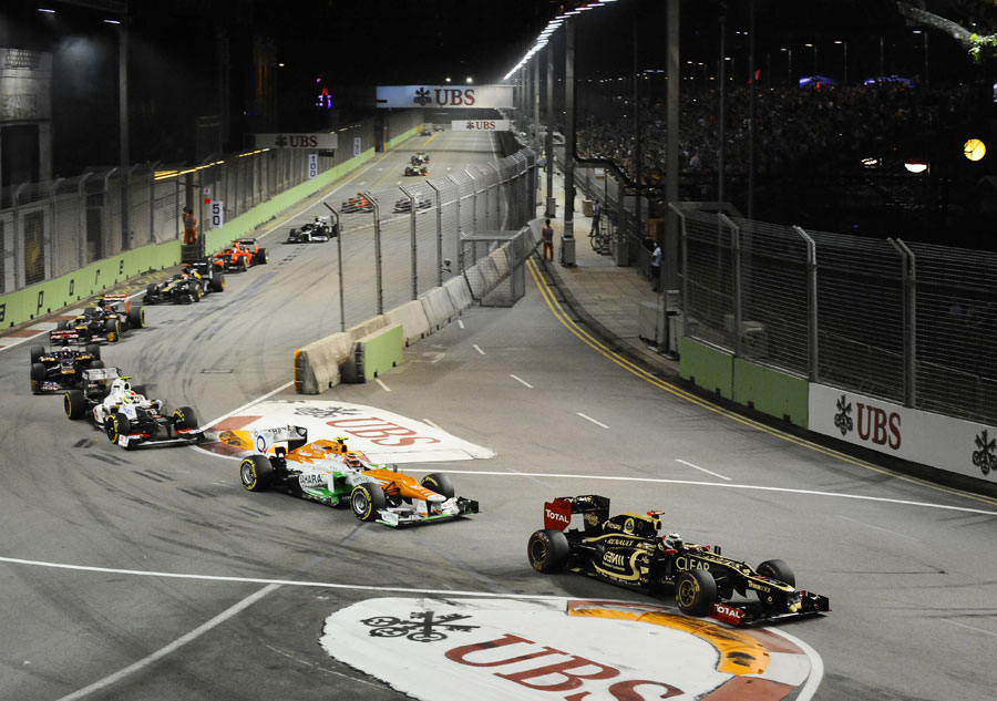 Kimi Raikkonen leads a queue of traffic through the Singapore Sling