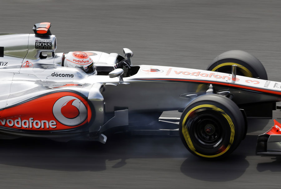 Jenson Button locks his front right under braking