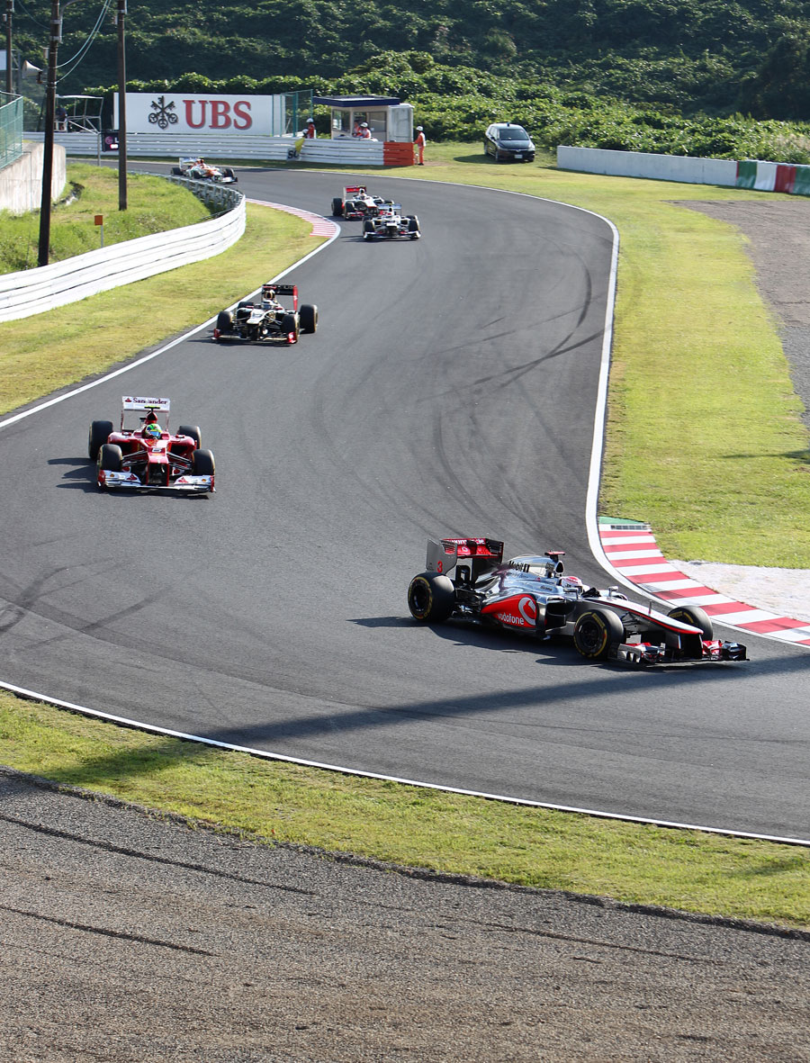 Jenson Button leads Felipe Massa and Kimi Raikkonen in to the hairpin