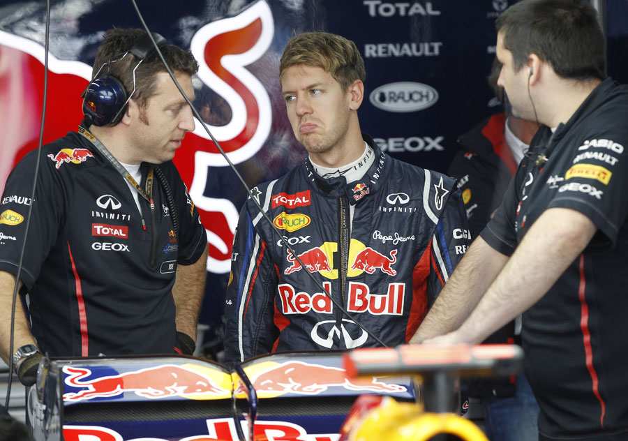 Sebastian Vettel discusses set-up with his engineers