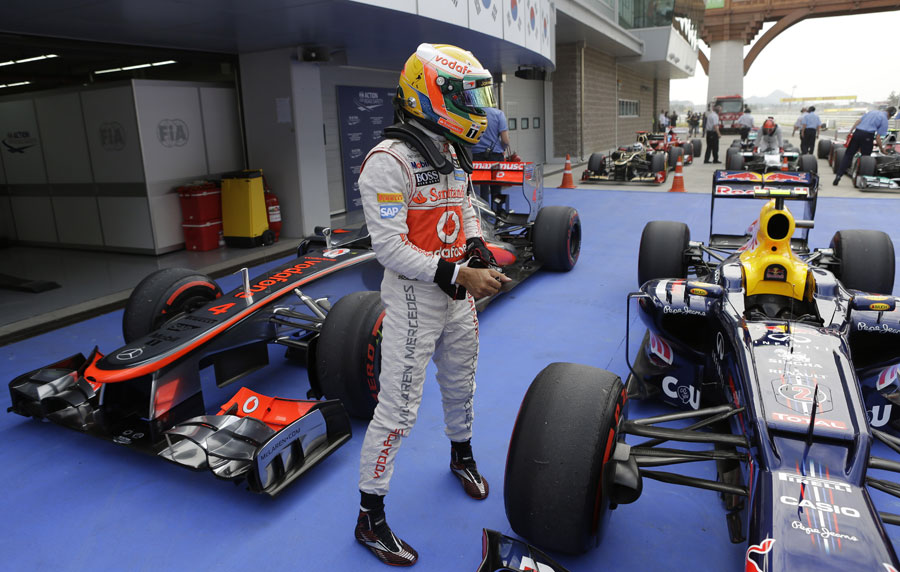 Lewis Hamilton takes a look at the Red Bull RB8 in parc ferme