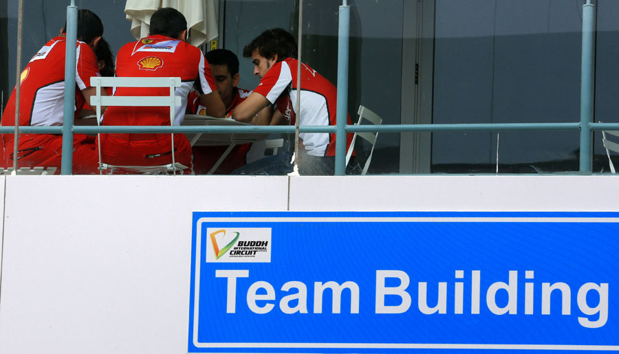 Fernando Alonso meets with his engineers on Thursday