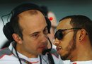 Lewis Hamilton talks to McLaren engineer Phil Prew