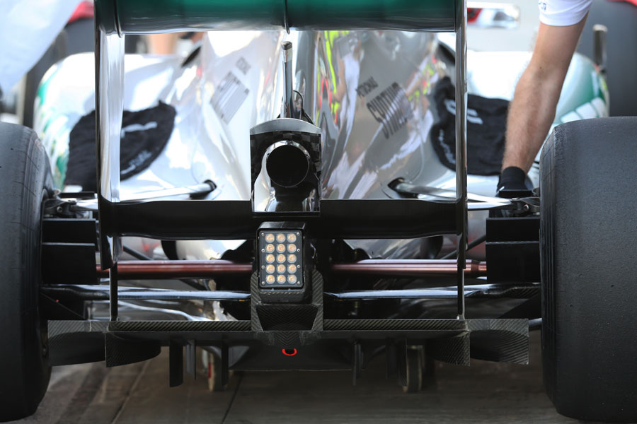 Mercedes tests a new double DRS device in FP1