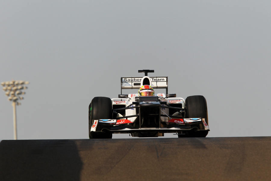 Robin Frijns heads out on track in the Sauber