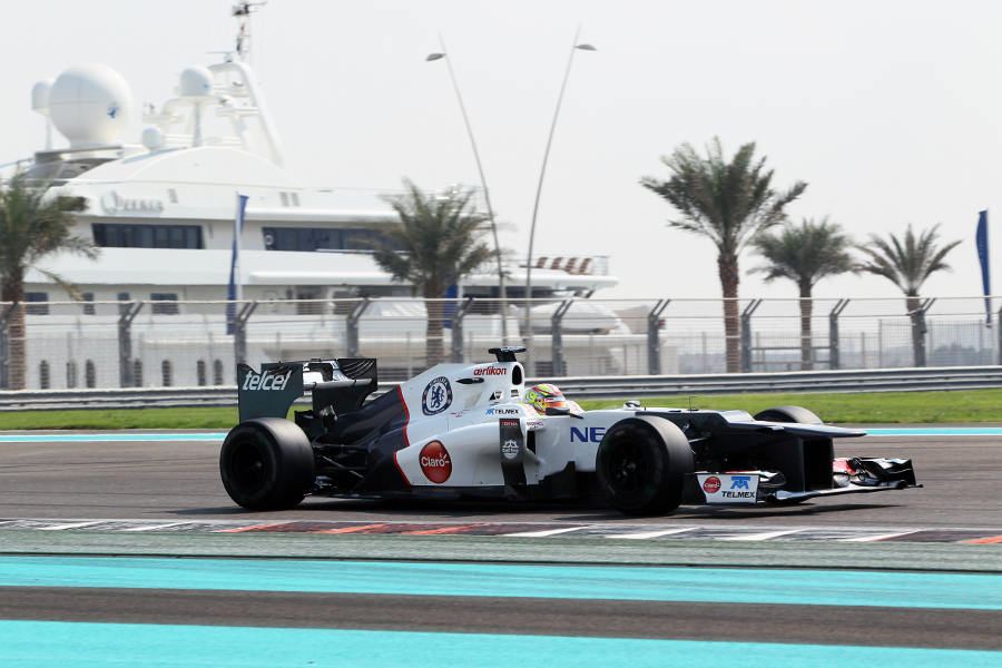 Robin Frijns accelerates away from turn 14