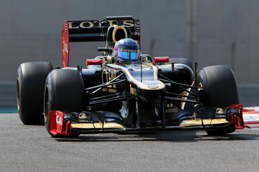 Nicolas Prost clips an apex in the Lotus E20