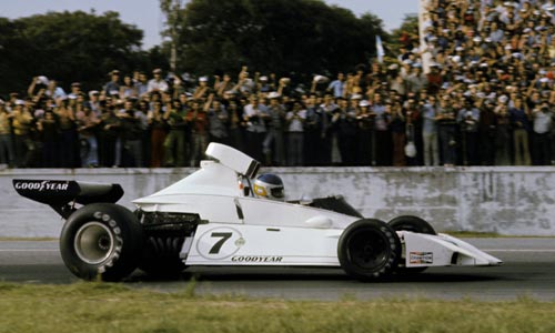 The drooping airbox on the Brabham BT44 seemed set to spell disaster for Carlos Reutemann at his home race
